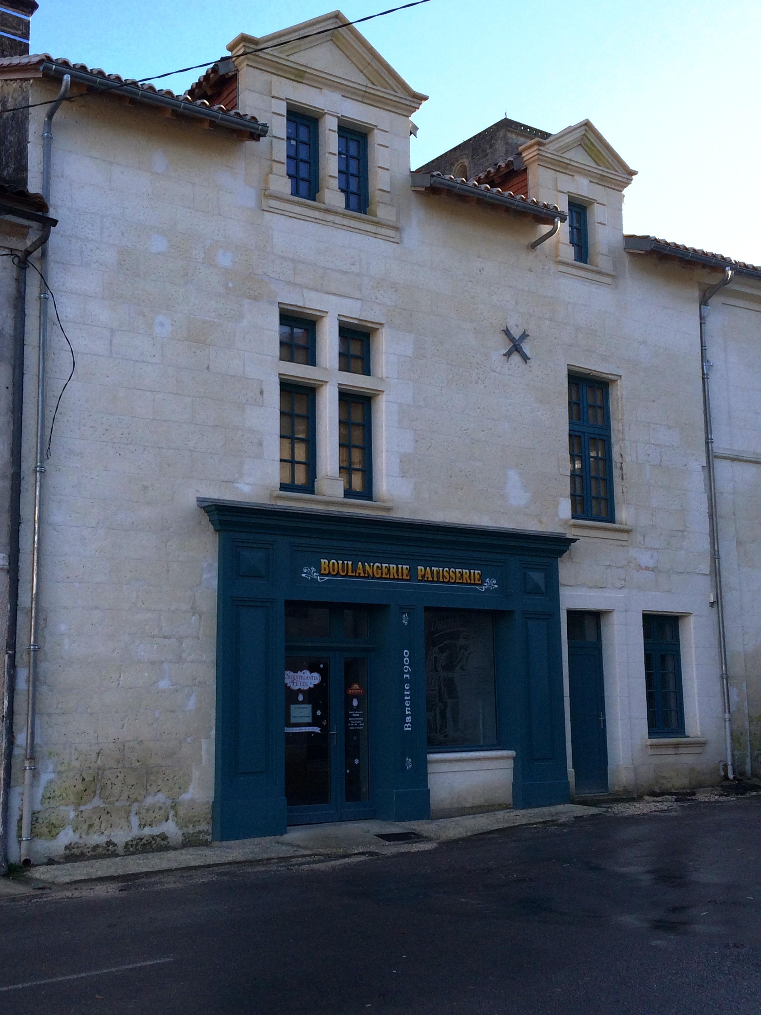 Commune de la rochebeaucourt et argentine reprise for La porte municipal court